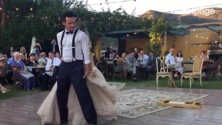 Noivos fazem dança cheia de magia e provocam suspiros nos convidados