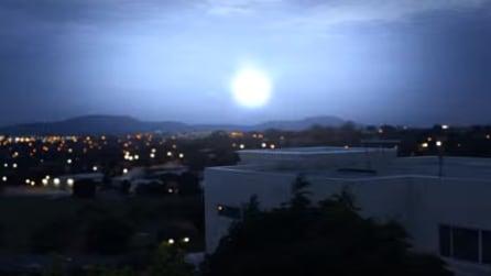 """""""Ho creato un finto video virale"""": svelato il mistero della palla di luce nel cielo"""