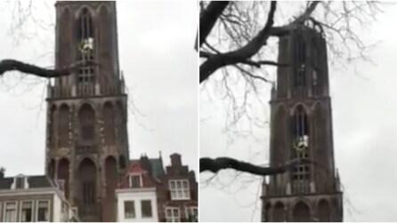 Le campane della cattedrale suonano la canzone di David Bowie