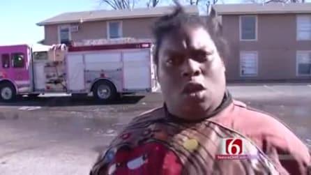 La sua casa si è incendiata, l'intervista alla donna diventa virale
