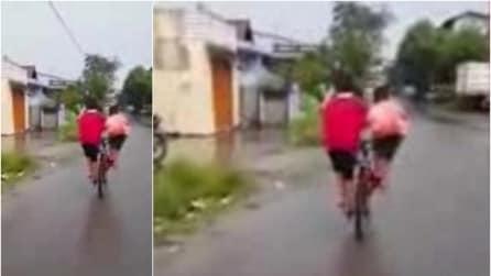 Ecco un modo geniale per andare in 2 in bicicletta