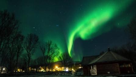 Una notte magica in Norvegia, le luci dell'aurora boreale in 4K