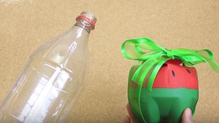 Come trasformare una bottiglia di plastica in un originale pacco regalo
