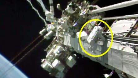 Nasa, missione interrotta! Il casco dell'astronauta si riempie d'acqua durante la passeggiata spaziale