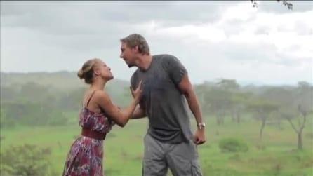 Viaggio di nozze in Africa, girano la loro versione della canzone dei Toto