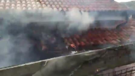 Villa Gabriel Garko, le immagini delle fiamme e i soccorsi in azione