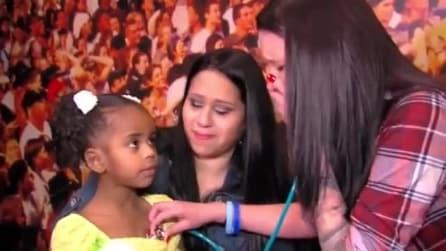 Mamma sente il cuore di suo figlio battere nel petto di un'altra bambina