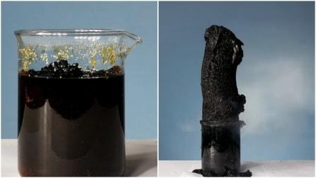 Una strana sostanza nera esce fuori dal barattolo: sembra generata dal nulla