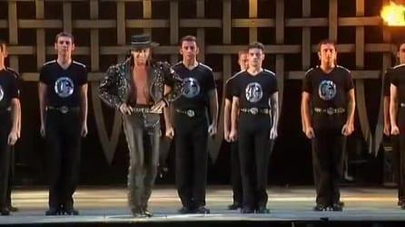 Salgono sul palco e inizia uno spettacolo senza precedenti