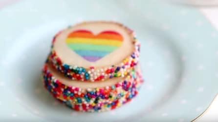 Come fare biscotti con cuore arcobaleno per San Valentino