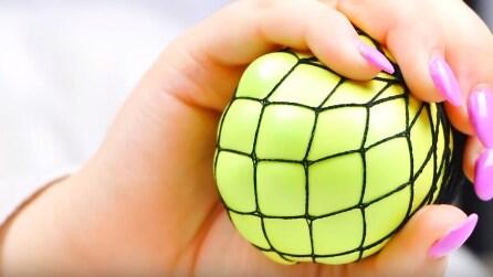 Quando stringerà la mano, questa pallina vi farà impazzire