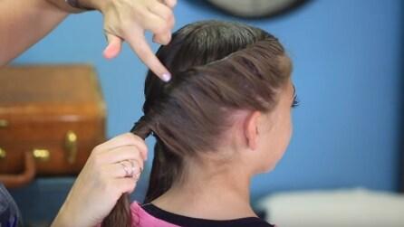 Attorciglia i capelli della figlia in questo modo, il risultato finale vi piacerà