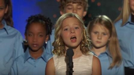 Ha solo 7 anni ma con la sua voce ha emozionato tutti
