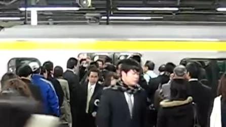 Prendere la metropolitana in Giappone: una netta differenza