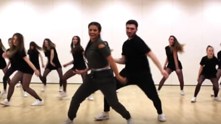 Sexy e coinvolgente: la coreografia vi farà venire voglia di ballare