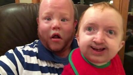"""I nuovi """"mostri"""" in un video: ecco come il papà si diverte col figlio"""