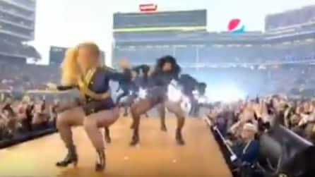 Dal Super Bowl a Supermario: la caduta di Beyoncé diventa subito un meme