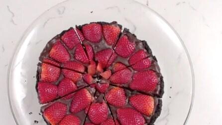 La ricetta veloce: ecco la torta fragole e oreo