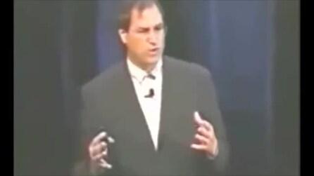"""Steve Jobs spiega il significato della """"i"""" dell'iMac"""