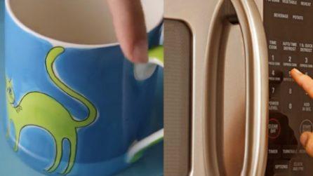 Il trucco per capire se una tazza può essere messa in un forno a microonde