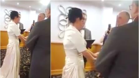 Scambio delle fedi, la sposa ha una reazione imbarazzante