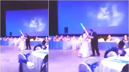 Invece del classico ballo degli sposi, questa coppia ha optato per una soluzione mai vista prima