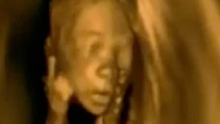 Ecografia in 4D al bambino, quello che fa il piccolo è emozionante