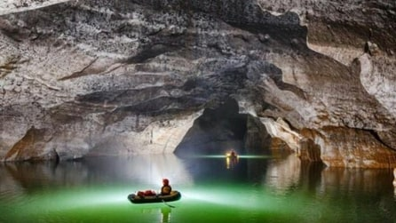 Un'esplorazione da brivido nella più grande caverna con fiume al mondo