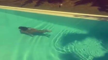 Belén Rodriguez completamente nuda in piscina