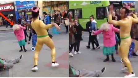 L'artista di strada inizia a ballare ma quando si avvicina lei inizia lo spettacolo
