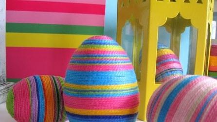 Ecco come creare un uovo di Pasqua fai da te con dei materiali riciclati