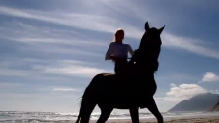 Sembra un normale cavallo al galoppo: le immagini vi lasceranno senza parole