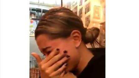Hailey Baldwin vede il suo nuovo cagnolino e scoppia a piangere