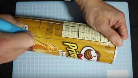 Ecco come riciclare un pacco di Pringles in modo utile