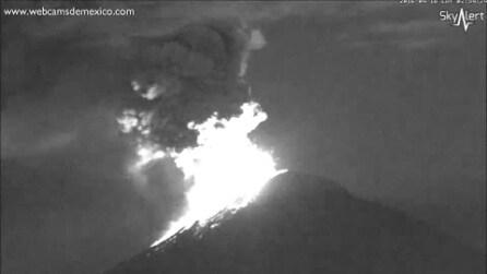 Messico, nuova violenta eruzione del vulcano Popocatepetl: chiuso l'aeroporto