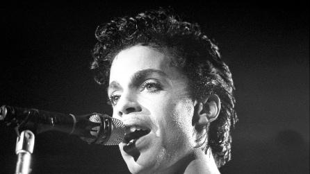 """Prince in concerto canta """"Purple rain"""": la canzone che resterà nel cuore di tutti"""