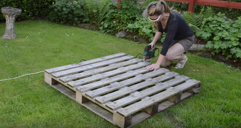 Come Costruire Una Pedana In Legno.Taglia Una Vecchia Pedana E La Trasforma In Qualcosa Di Molto Utile Per Il Giardino