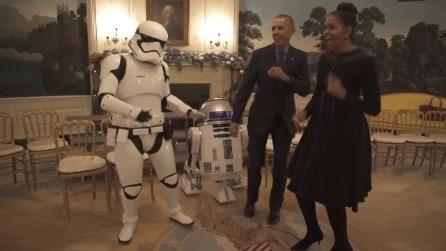 'Invasione' alla Casa Bianca: gli Obama ballano per lo Star Wars Day