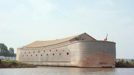 Riproducono l'arca di Noè a grandezza naturale per un parco a tema religioso