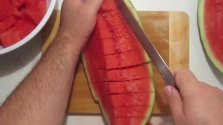 Come tagliare un cocomero e farlo velocemente a cubetti