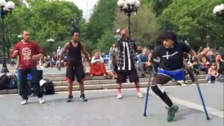 Superare ogni limite: balla la breakdance con una gamba sola