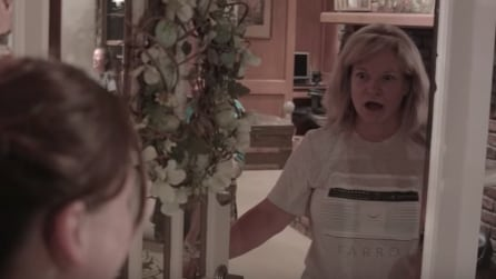 Adottano una bambina in segreto: la reazione dei parenti quando vedono la piccola è toccante