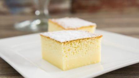 Torta magica al limone: strati di pura bontà!