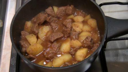 Spezzatino con le patate: semplice, veloce e saporitissimo