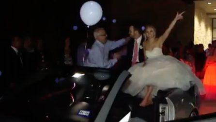 Gli sposi salgono in auto, ma qualcosa va storto: il finale inaspettato