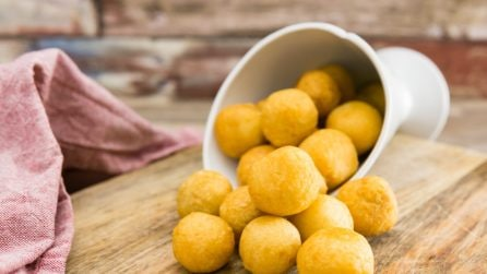 Olive in crosta di parmigiano: una tira l'altra!