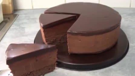 Torta mousse al cioccolato fondente: un'esplosione di gusto