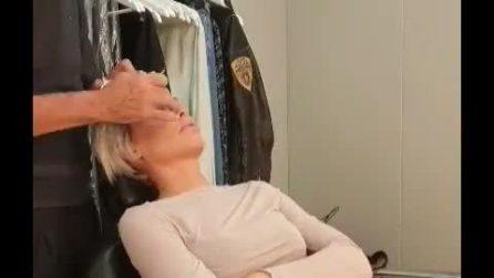 Ilary Blasi alle prese con il make-up prima del GF Vip