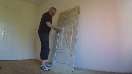 Dipinge la sua vecchia porta e la trasforma in un fantastico arredo da cucina