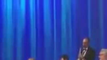 """Matteo Salvini canta """"Albachiara"""" al Maurizio Costanzo Show"""